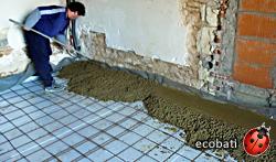 Le mélange de béton d'argile s'étend facilement