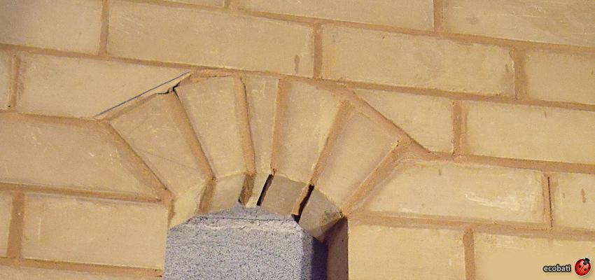 Brique de terre crue ecobati for Enduit sur parpaing interieur