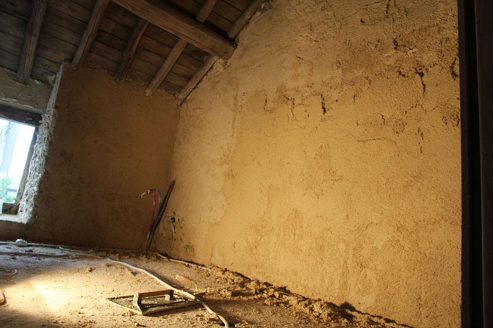 Mur en train de secher après une application manuelle