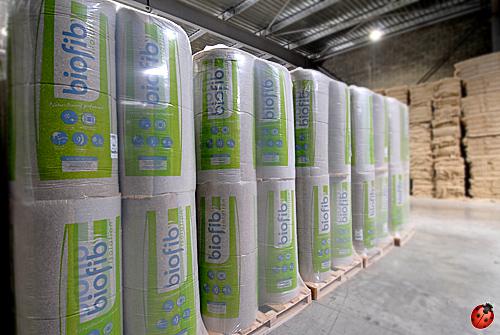 L'isolant en chanvre naturel Bio fib en rouleaux stocké à la fabrication avant envoi chez les fourniseurs tel EcoBati