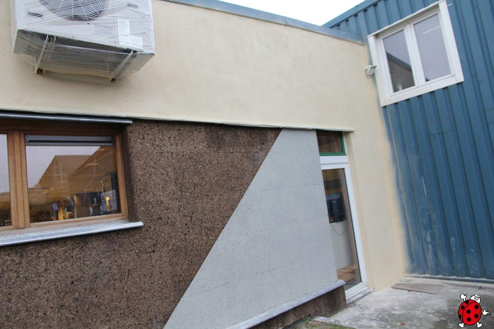 La façade terminée avec le diathonite fintion